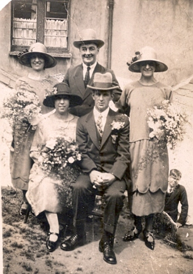 10 Aunty Jess and Uncle Bill wedding 1925 bridesmaids and best man unknown