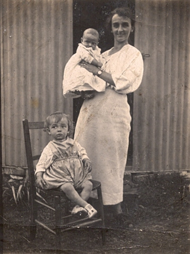 59 Peggy, Graham and my grandmother in august 1921 at southerdown bungalow