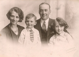 Oliffe and Harold John (Ann's great Uncle) with children John and Audrey taken around 1930ish