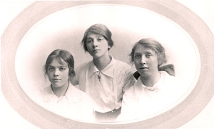 Phyllis (1893- 1968) Gladys (1891 - 1968) and Christine (1897-1989) Titheradge