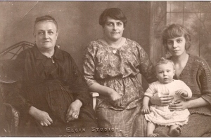 4 generations Louisa Titheradge (nee Dennis) Edith Maud bateman (nee Titheridge Edith Rhode Bateman and Stan  taken about 1924
